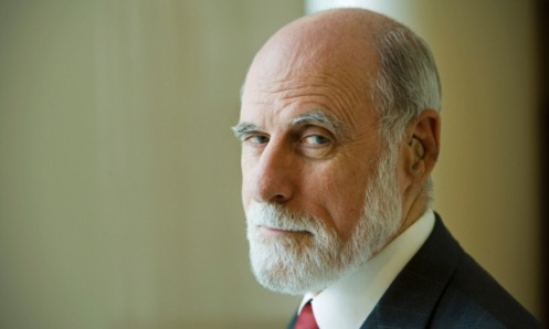 "Vint Cerf , vicepresidente della Google (fotografato da Murdo Macleod): ""If there are photos you really care about, print them out."" (Se tenete davvero ad una foto, stampatela)"